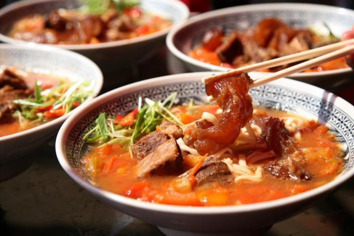 來到臺北,就不容錯過牛肉麵的鮮嫩美味.JPG[開啟新連結]