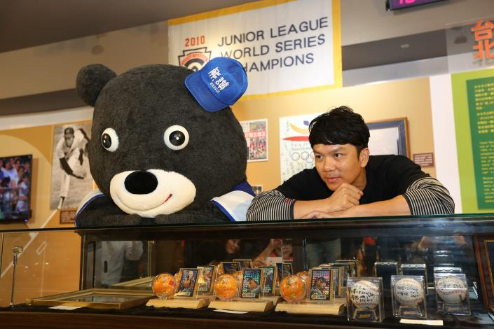 即日起台北探索館「野球風雲錄@台北」特展可看到周思齊個人珍藏.JPG[開啟新連結]