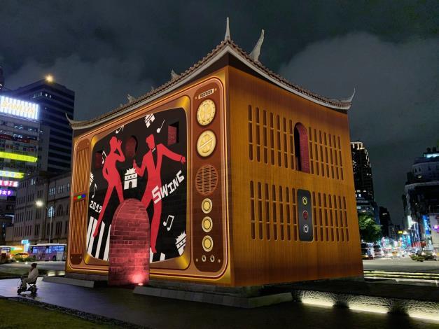 2019台北燈節期間,北門光雕首度以360度全四面的投影展出並搭配音樂與舞蹈的表演,絕對精彩![開啟新連結]