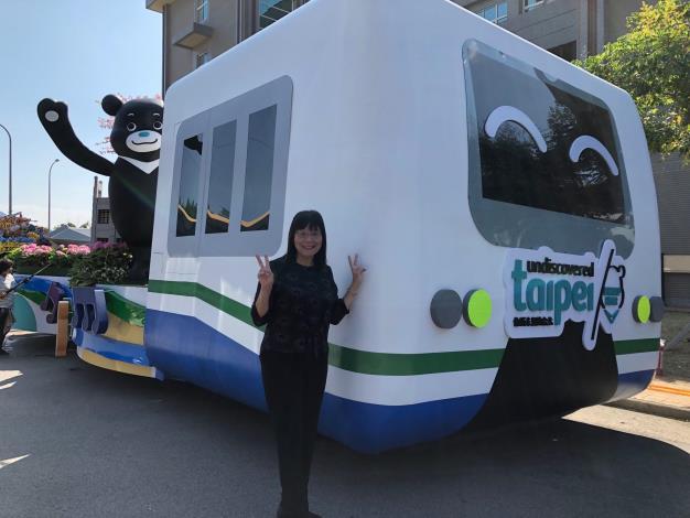 臺北市觀傳局李麗珠副局長邀請大家於10月10-20日至國慶嘉年華現場感受臺北主題花車魅力