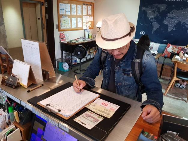 旅客開心簽收北北基好玩卡、夜市抵用券及農業體驗抵用券