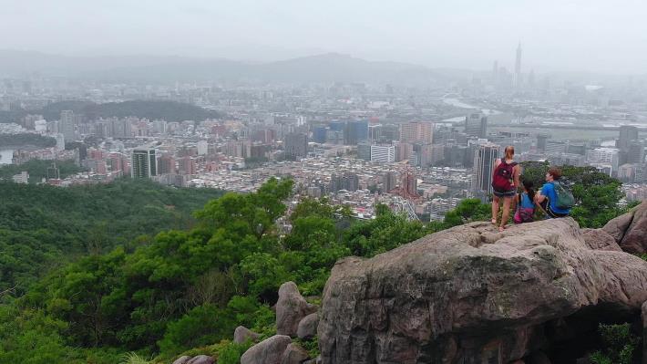 臺北便利的交通路網,讓登山步道離都市不遠.JPG