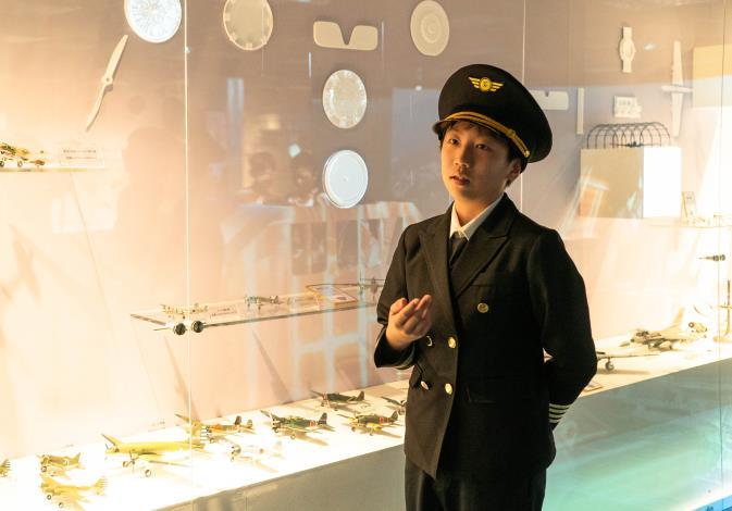 興雅國小六年級李秉洋小朋友導覽「世界天空臺北」特展