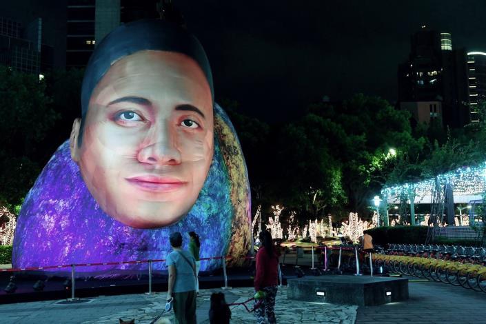 英國設計團隊CoolShit首度來臺,參考「巨石強森」設計超巨大的裝置藝術
