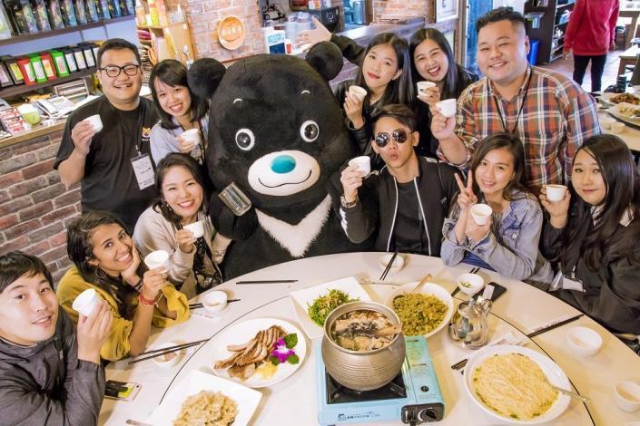 熊讚上貓空飢腸轆轆到「阿義師大茶壺餐廳」亂入網紅午餐時刻