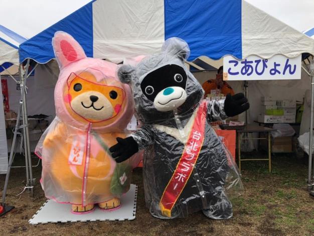 熊讚參加日本「世界キャラクターさみっとin羽生」(日本羽生吉祥物高峰展會),交到新朋友こあぴょん
