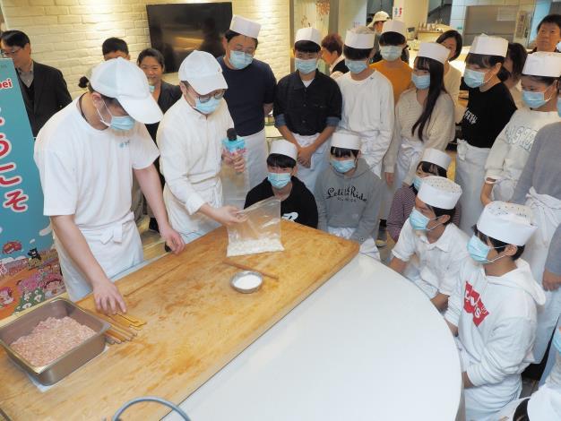 劉奕霆局長歡迎日本修學旅行來訪,也與師生一同體驗臺北市特色美食-2