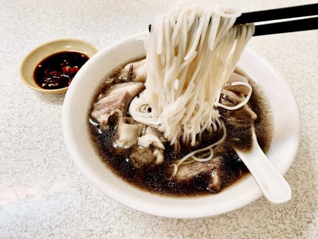 冷冷的冬天,不妨跟著「『熊比登』美食地圖」,來碗香氣四溢的熱湯。