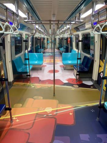 2020台北燈節專屬彩繪列車  每天早上6點起在板南線準時發車,提前為台北燈節暖身,2月8日開始也將帶著大家一起逛燈節