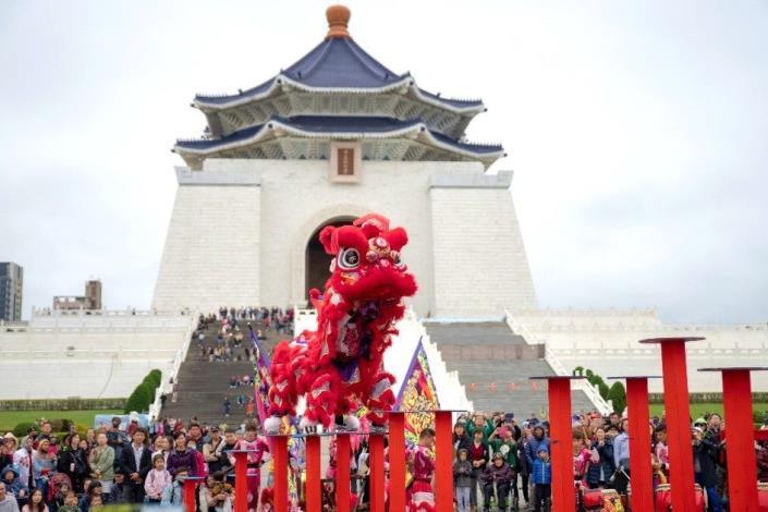中正紀念堂自1月26日至29日每天下午4時於民主大道辦理新春藝文表演