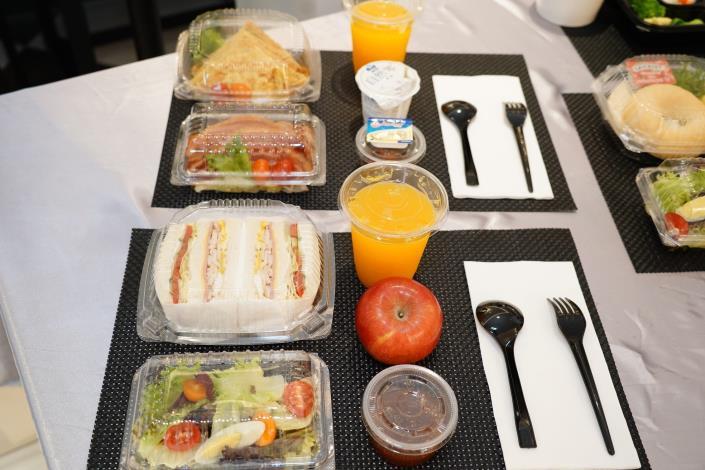 飯店亦協助提供入住民眾餐點。.JPG