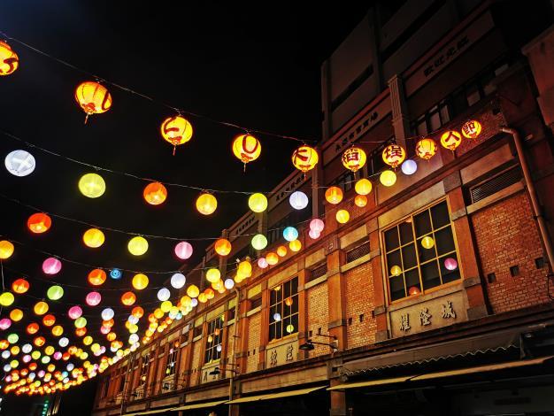永樂廣場幸福燈飾即日起至9月20日,每天1800-2200亮燈,打造最夯約會及IG打卡景點。