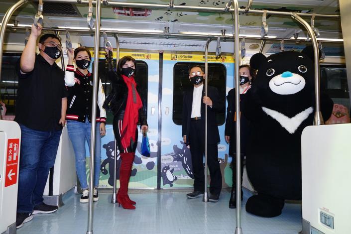 猫起來玩台北觀光彩繪列車即將出發了,邀請大家一起來看圓寶。