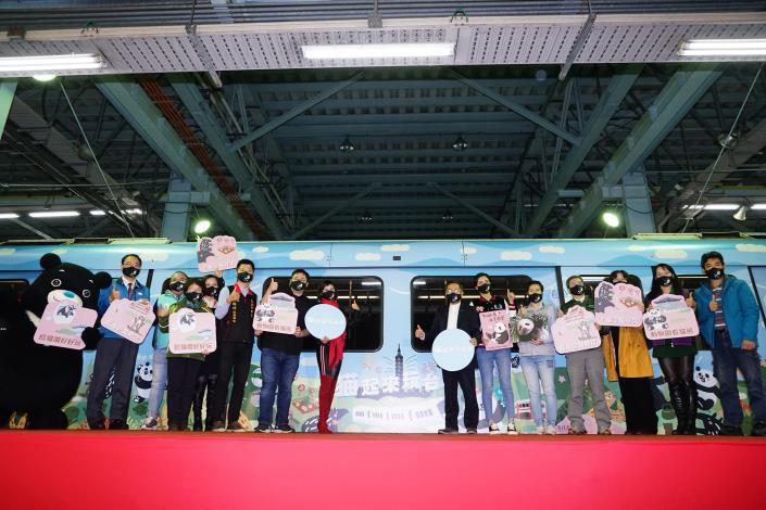 猫起來玩台北觀光彩繪列車今(16)日舉辦通車典禮,歡迎大家來搭乘