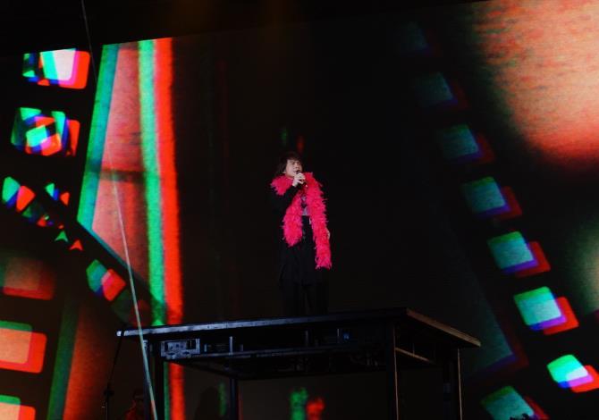 今年臺北跨年晚會卡司雲集,伍佰擔任跨年前嘉賓,現場沉浸浪漫氛圍。