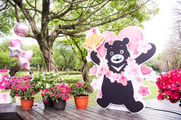 花季期間在大安森林公園可以看見「熊讚杜鵑花園」的美景。