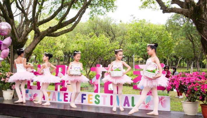 當代舞蹈團小舞者們生動活潑的開場表演為活動增添春天幸福氣息。
