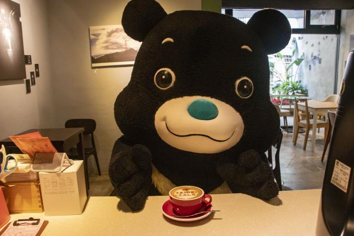 永康與台大公館商圈的部分特約店家,還有推出限定款杜鵑花咖啡。