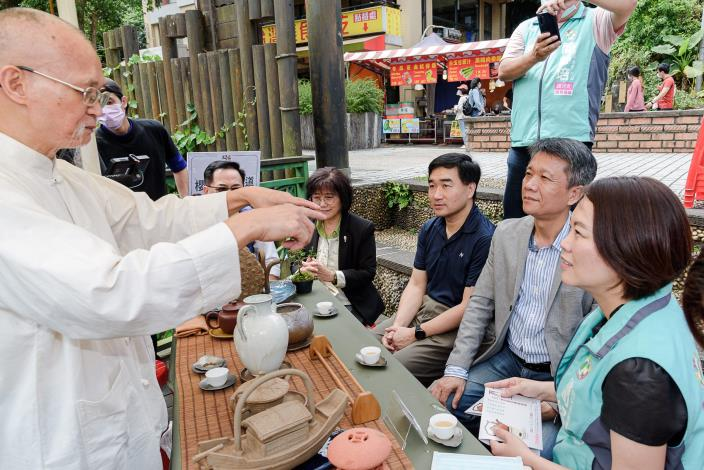 蔡忠南大師親自解說喝茶藝術
