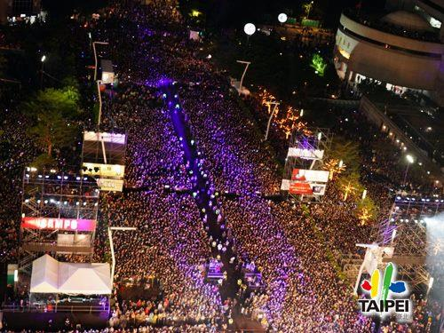 臺北最High新年城─2020跨年晚會人群