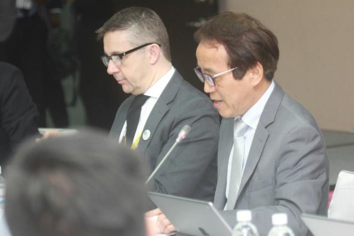 林欽榮副市長(圖右)與法國格勒諾布爾都會區主席Christophe FERRARI 進行簽署儀式。[開啟新連結]