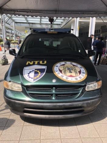 臺灣大學自動駕駛電動車團隊與艾歐圖團隊的NTU自動駕駛休旅車。[開啟新連結]