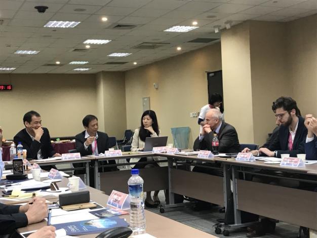 圖說:資訊局李維斌局長(左2)出席「GO SMART」Workshop。[開啟新連結]