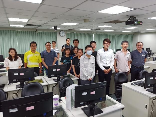 臺北市立大學師生與講師於雲端服務資料應用教育訓練課後合影。[開啟新連結]
