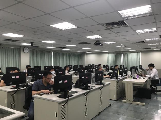 北市府攜手亞馬遜AWS前進臺北市立大學開辦雲端服務資料應用教育訓練。[開啟新連結]