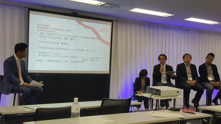 林欽榮副市長與NRI田崎嘉邦部長(左1)、北海道IT推進協會會長森正人(右2)及數字車庫部長佐佐木智也(右1)等人進行座談討論臺北札幌間創造新商業的可能性。