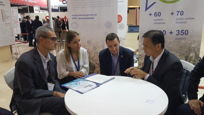 李維斌局長(圖右1)邀請加泰隆尼亞區參與明年智慧城市展及加入GO SMART。