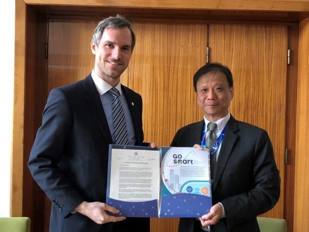 李維斌局長(圖右1)邀請布拉格市長Zdeněk Hřib參與明年智慧城市展及加入GO SMART。
