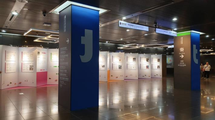 市政大樓一樓師生畫廊舉辦「公民參與課程合作期末成果展」