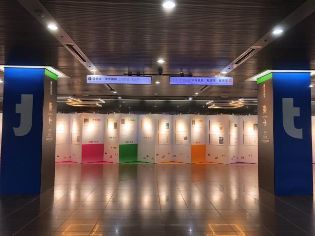 展覽正面展示臺北智慧城市專案辦公室的LOGO「北」,象徵廣納各界意見,齊心推動智慧城市的精神