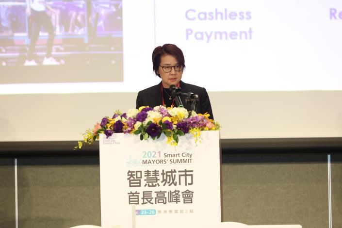 圖2 :臺北市副市長黃珊珊與各國城市首長或代表分享國際案例