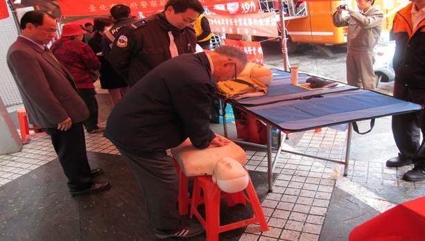 100年春節揮毫暨愛心捐血活動(CPR教學 )