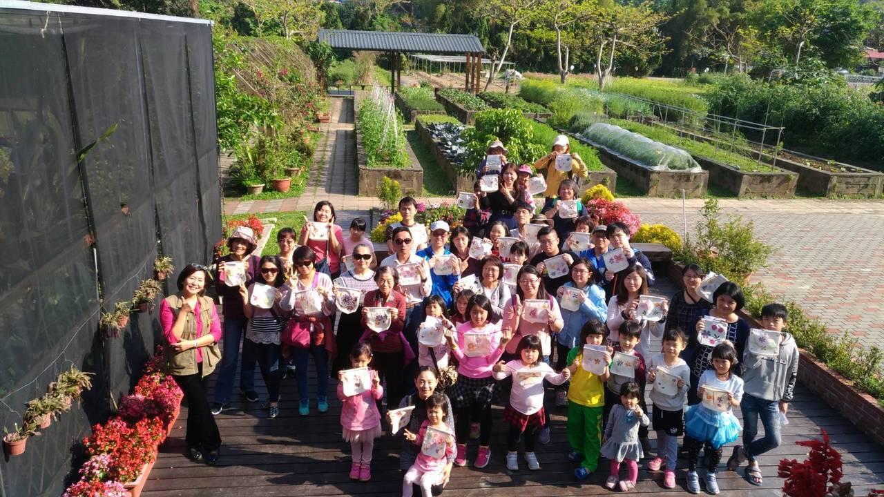 臺北市大安區公所連續舉辦7年的「走讀大安文化節」昨天最後一場次在台大農場園藝分場進行,今天下午在大安森林公園辦理成果發表