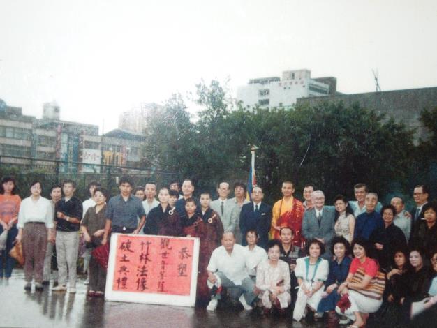 74年9月公園內竹林法像破土典禮[開啟新連結]