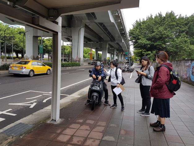 感謝林亮君議員之鍾主任, 對市民大道669公車站牌、增設座位一事安排會勘。預計今年8月前完工, 以後年長者就可以坐著等公車了!