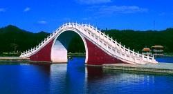 水天一色,湖橋相映