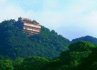 位於(尖頂)山嶺的碧山巖景觀