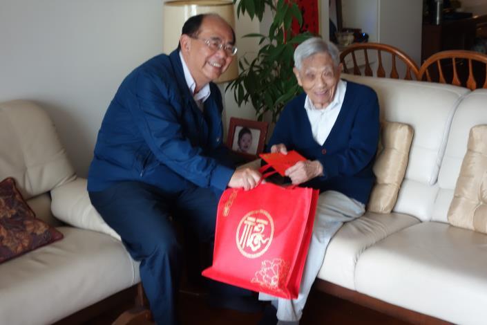 致贈天山里百歲人瑞劉大澄先生賀壽禮及賀卡