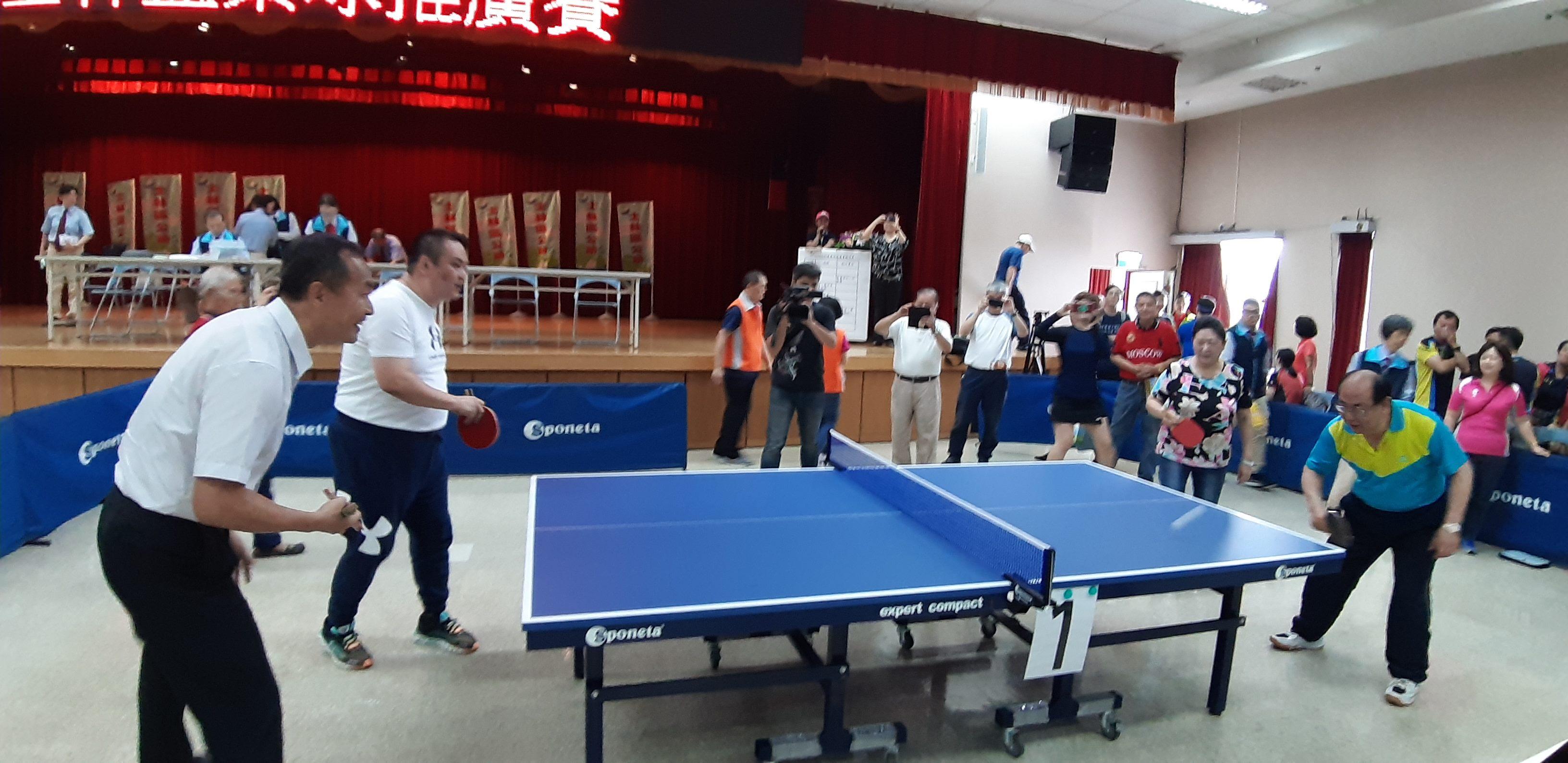 江慶輝區長、陳玉華理事長及體育局李再立局長、陳重文議員共同開球