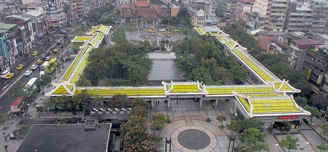 艋舺公園 (龍山寺旁)