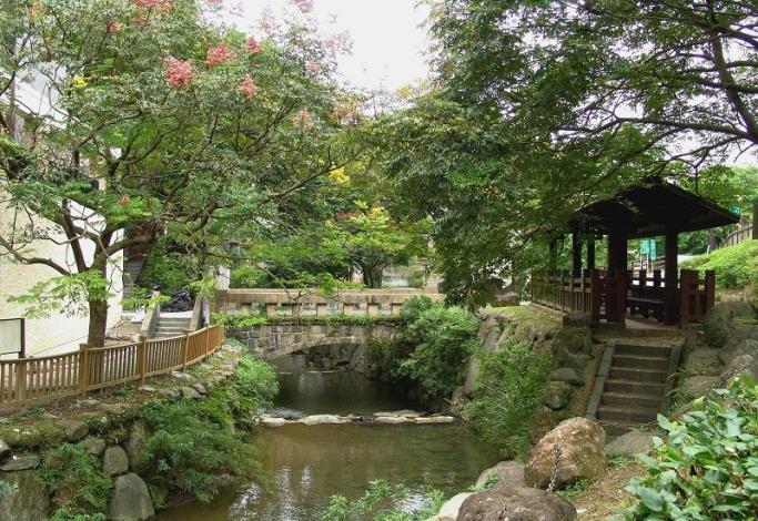 小坑溪賞溪休憩涼亭、親水階梯及拱橋