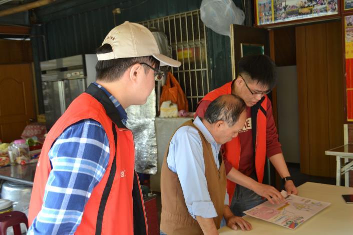 臺北市北投區秀山里保全住戶由市府人員拜訪說明情形
