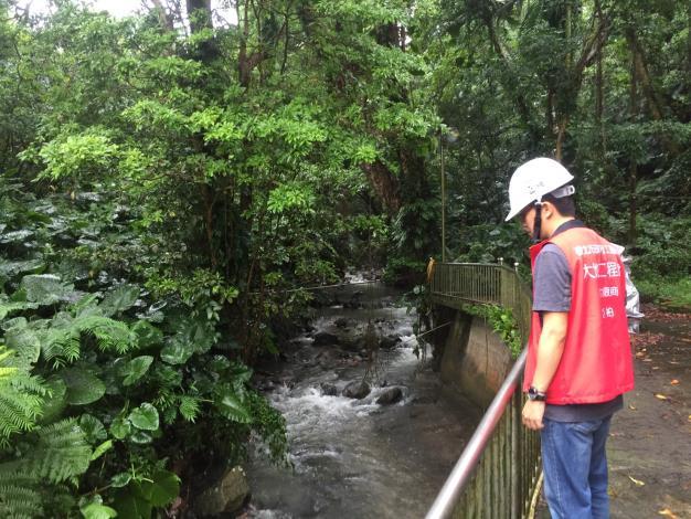 臺北市士林區土石流潛勢溪流由專業技師定期巡勘情形
