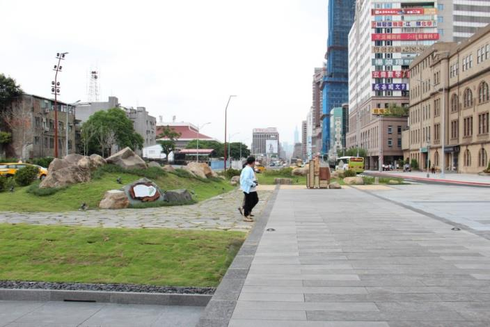 照片19.西區門戶計畫改造可由廣場往東看見101大樓[開啟新連結]