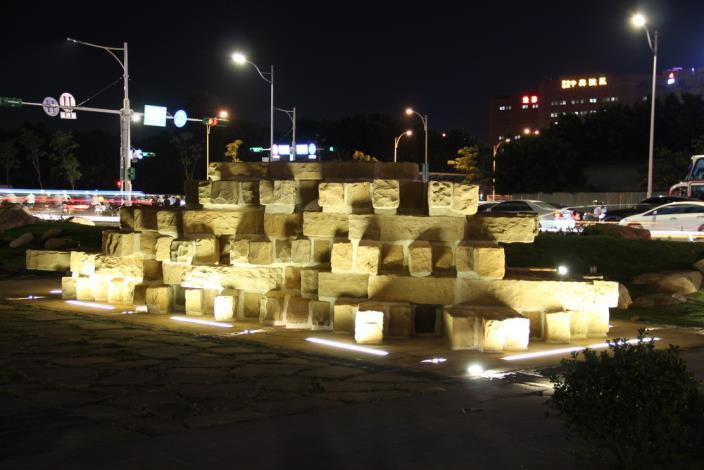 照片21.城牆基礎意象夜景