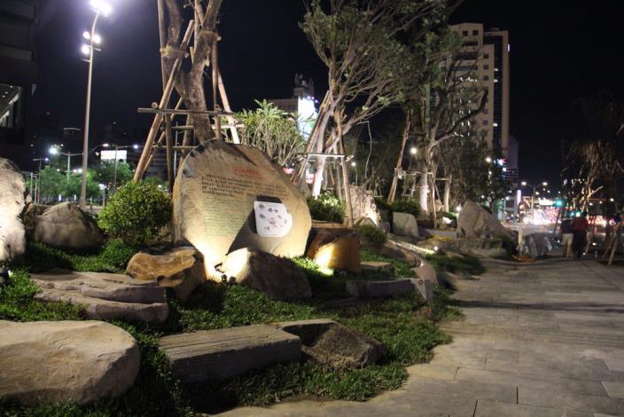 照片24.廣場南側解說區景觀及夜間照明[開啟新連結]